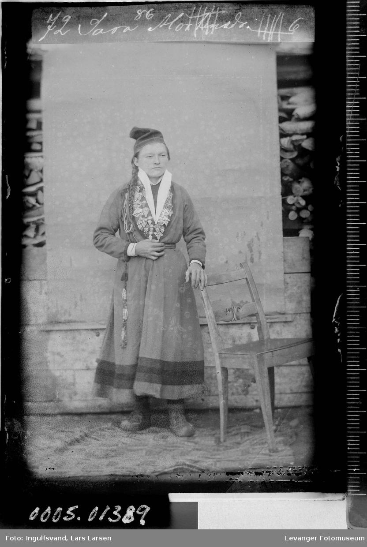 Portrett av en samekvinne.
