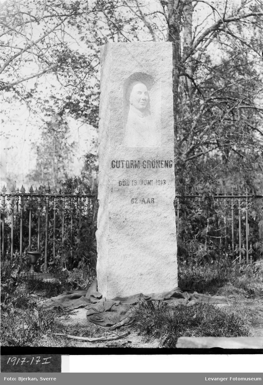 Gutorm Grønengs gravstøtte på Alstadhaug