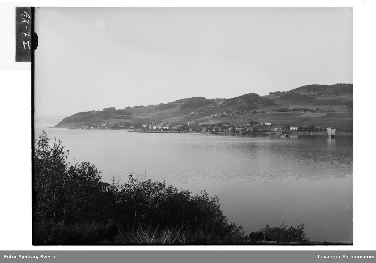Utsikt mot Hylla Havebrugsskole utover fjorden.