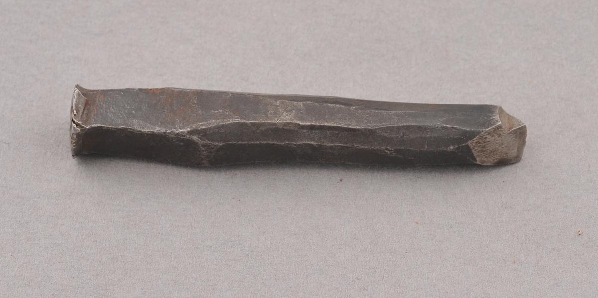 Meiseli metall, til å skjera i sylv med.