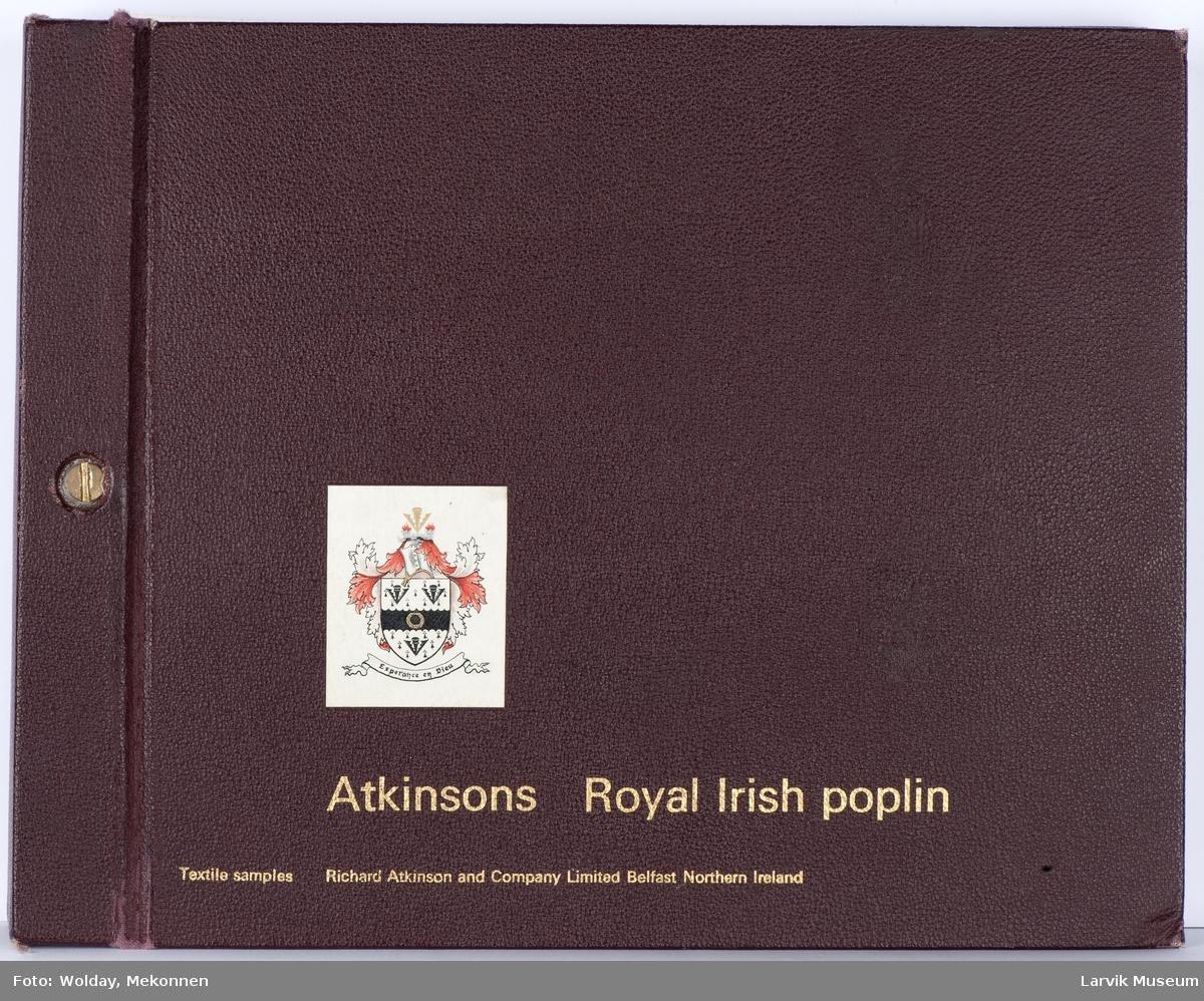 Produktperm/katalog med 24 ark à 3-4 stoffprøver med poplinstoff