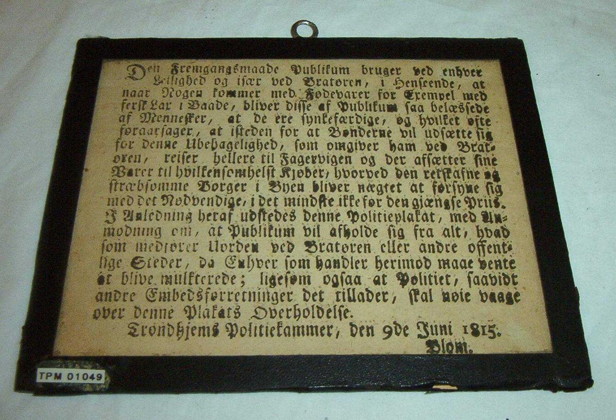 Innrammet politiplakat.  Trykket tekst, gotisk skrift.