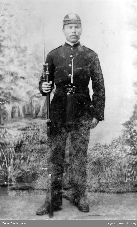 Justin Valø i uniform