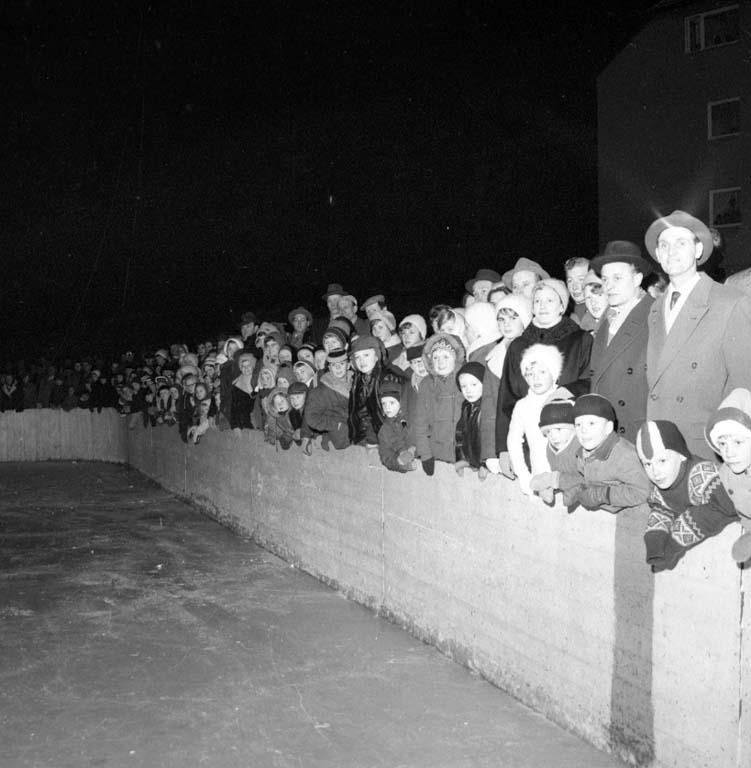 """Enligt notering: """"Isgala Bn. Kamraterna 6/2 1960""""."""