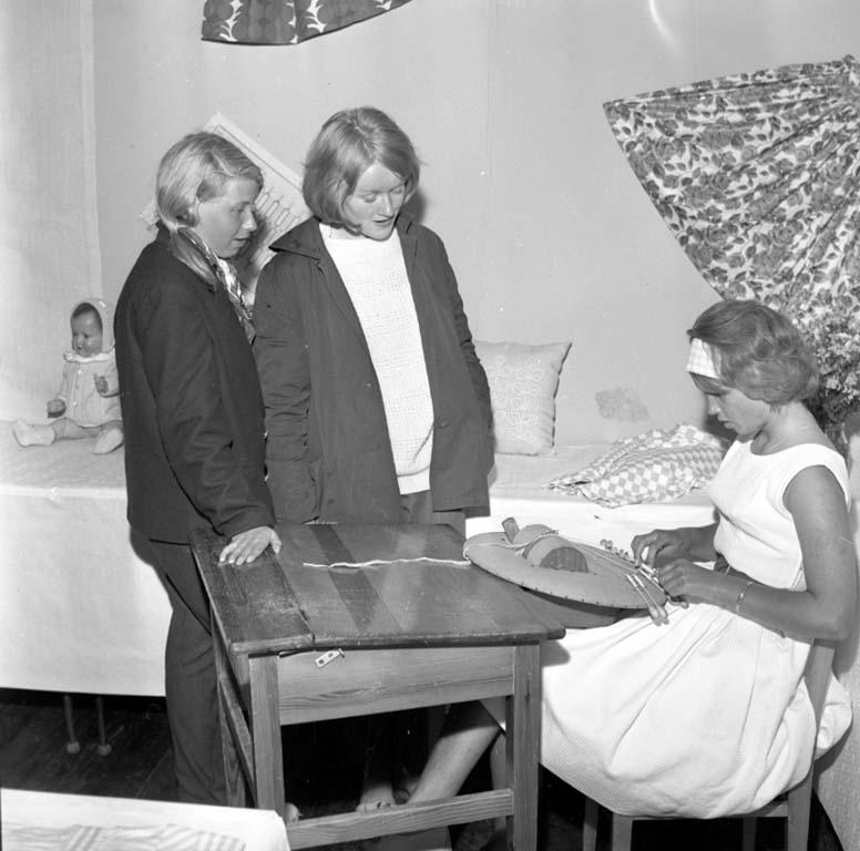 """Enligt notering: """"Läroverkets Avslutning Utställning juni -60""""."""