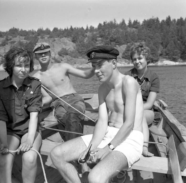 """Enligt notering: """"Scoutläger Kalvön aug -60""""."""