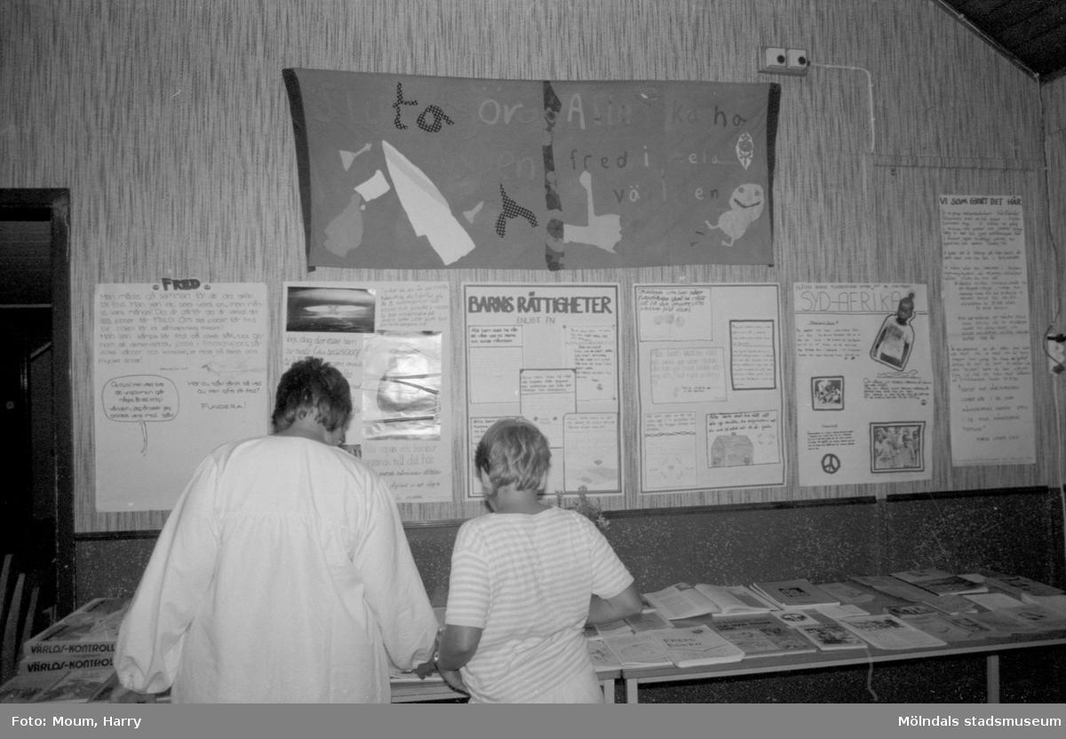 Fredsläger för ungdomar på Hällesåkersgården i Lindome, år 1984.  För mer information om bilden se under tilläggsinformation.