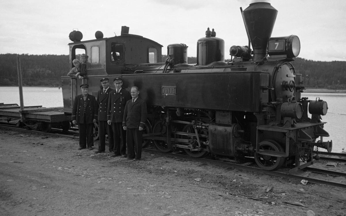 Damplok 7 PRYDZ med lok- og konduktørpersonale på Skulerud brygge.