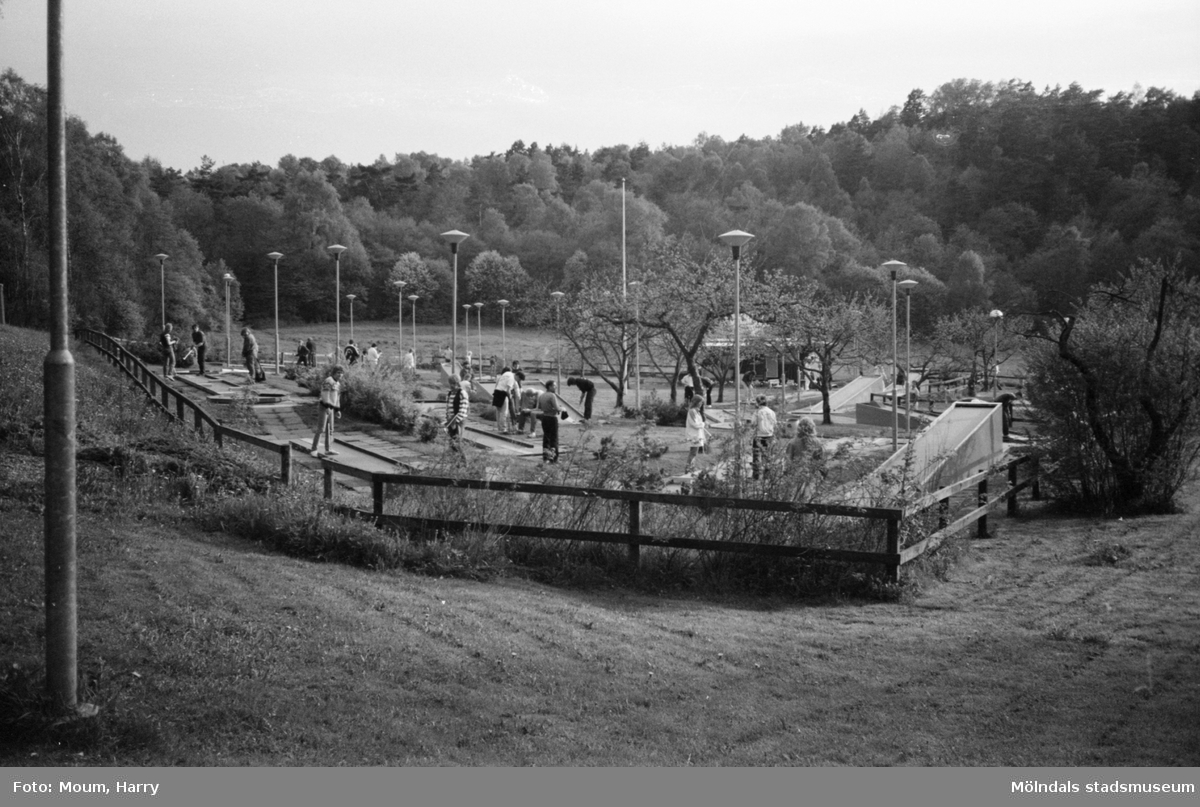 Minigolfbanan vid Torrekulla turiststation i Kållered, år 1983.  För mer information om bilden se under tilläggsinformation.