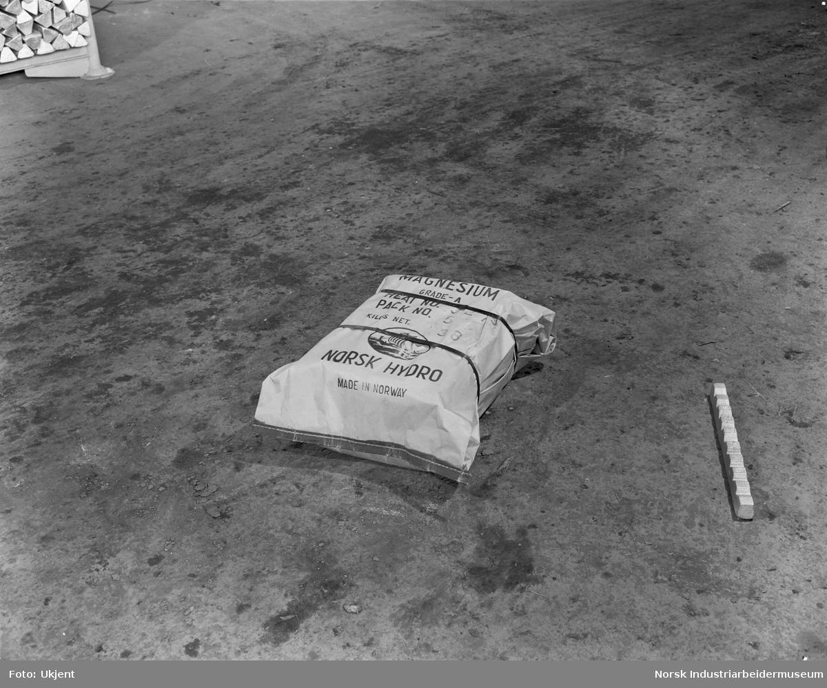Forpakningsformer for Mg. Pakke, 40 kg.