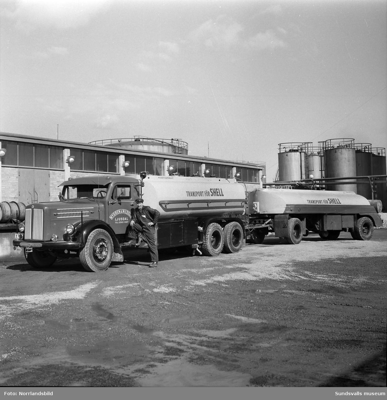 Shell tankbil vid oljehamnen.