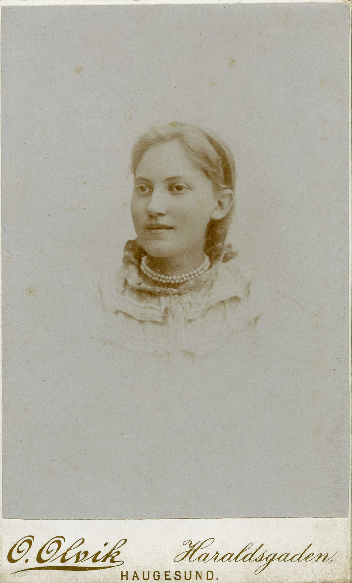 Portrett - Ung dame.