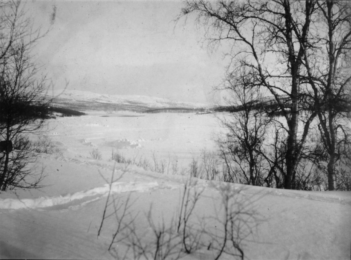 'Fra Jarfjord.' Vinter og snø på fjellet. Bildet har vært til salgs, først til 60 øre og seinere satt ned til 35 øre.