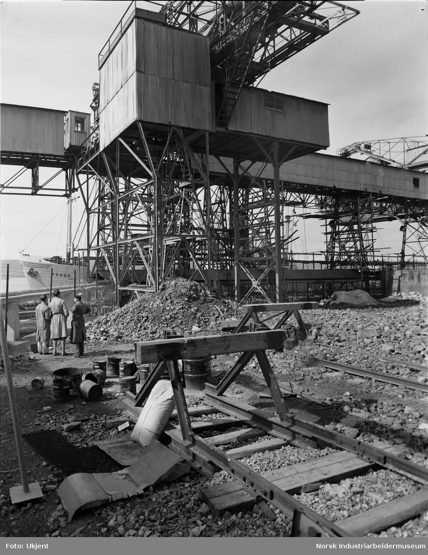 Jernkonstruksjoner på taubanestasjon.