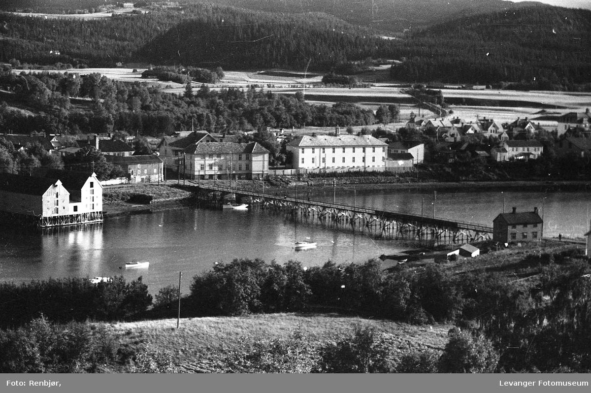 Levanger sentrum og litt fra Nesset. Skolebygningene ved Sundbrua.