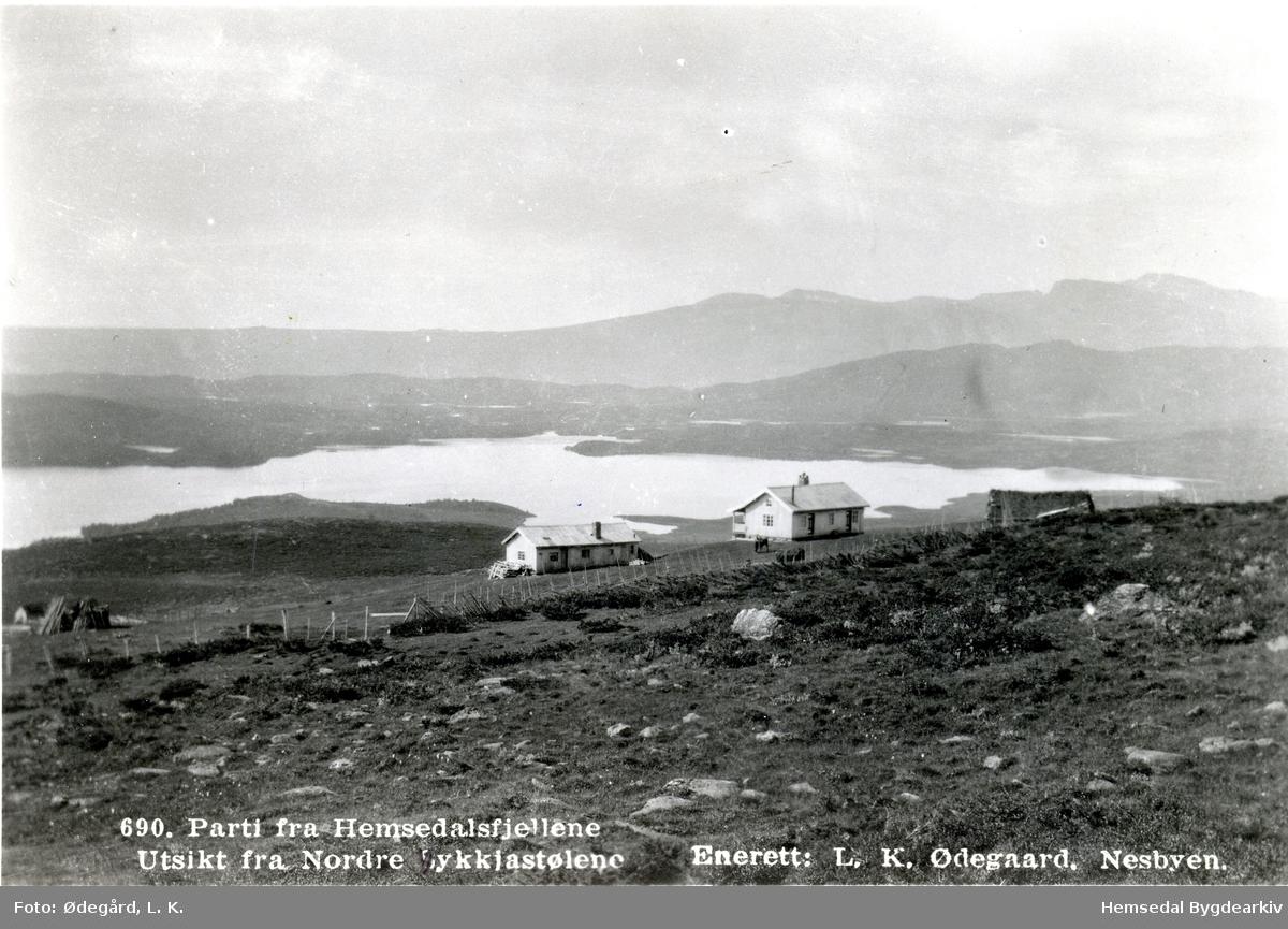 Nordre Lykkjastølane i Hemsedal. Storavatnet i bakgrunnen.