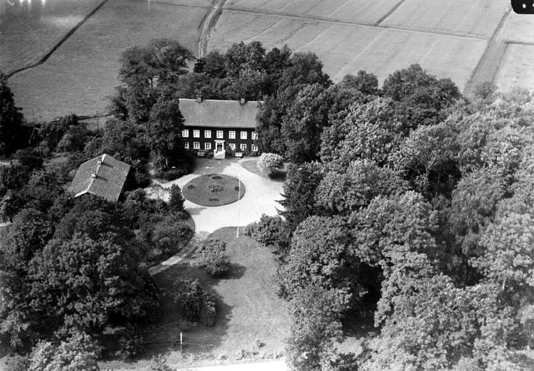 Flygfoto över Viby prästgård.