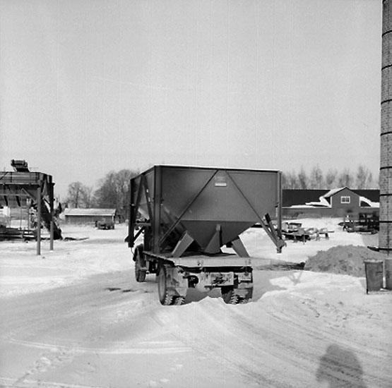 Vretstorpsverken, fabriksbyggnader, en lastbil.