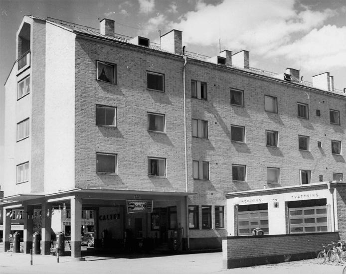 Bostadshus. Caltex bensinstation på Bromsgatan 1/Bromsplan på Norr.