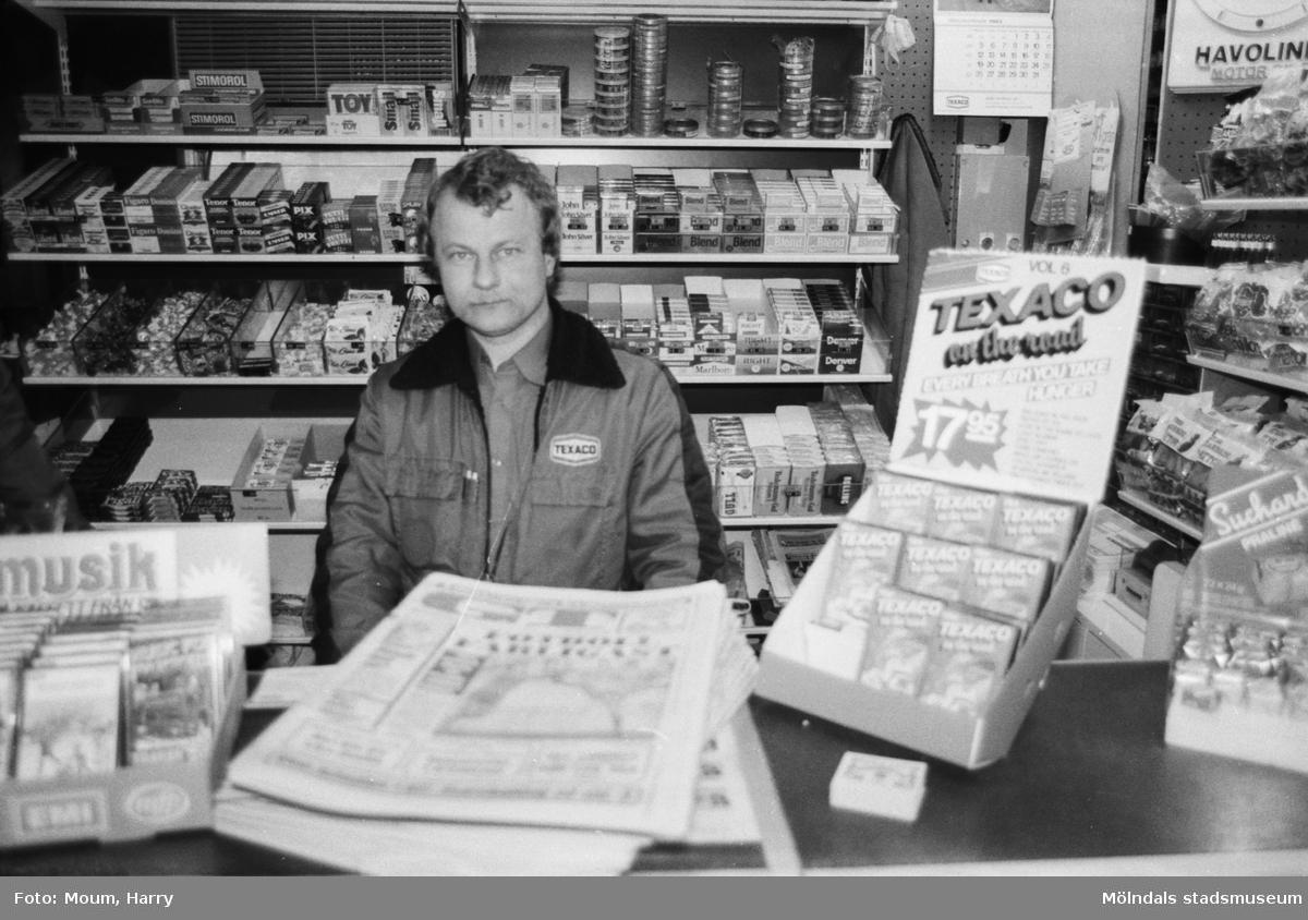 Kent Ryberg, föreståndare på Texaco-macken i Kållered, år 1983.  För mer information om bilden se under tilläggsinformation.