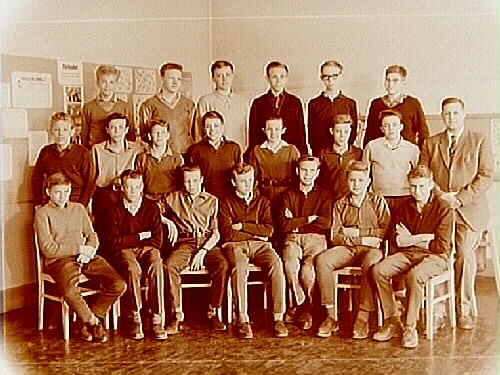 Olaus Petriskolan, klassrumsinteriör, klass 8C, sal 9.20 pojkar med lärare Gunnar Norlin.
