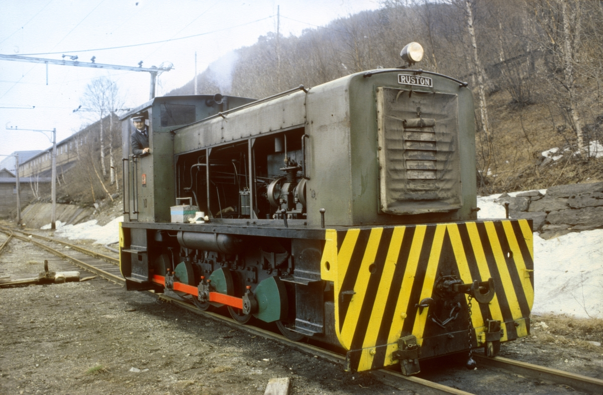 Thamshavnbanens Ruston diesellokomotiv, nr. 10.
