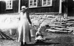Ragnhild E. Huso (1883-1972) med dottera Margit, fødd 1912