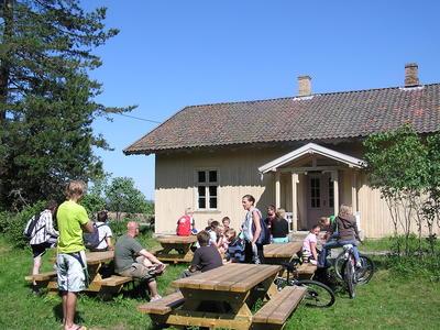 Elevbesøk, Skinnarbøl skolemuseum (Foto/Photo)