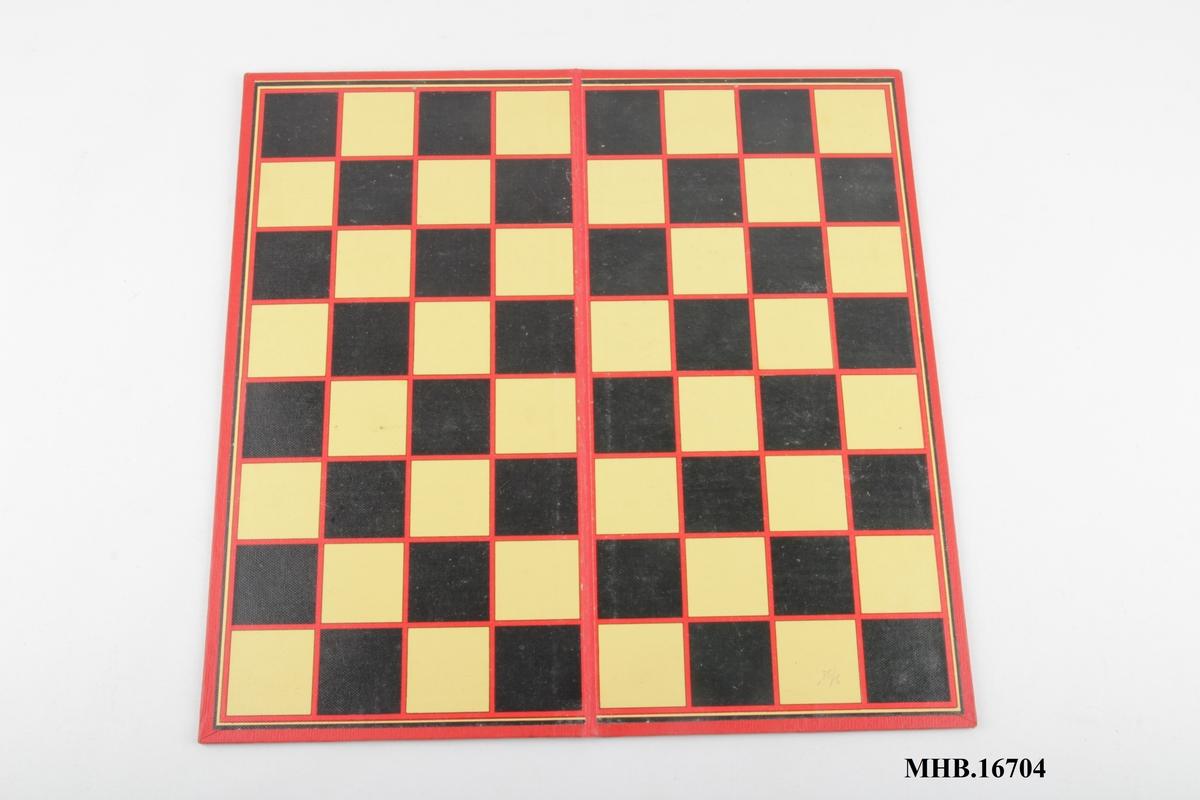 Spillebrett fremstilt i kartong og papir, brettet i to.