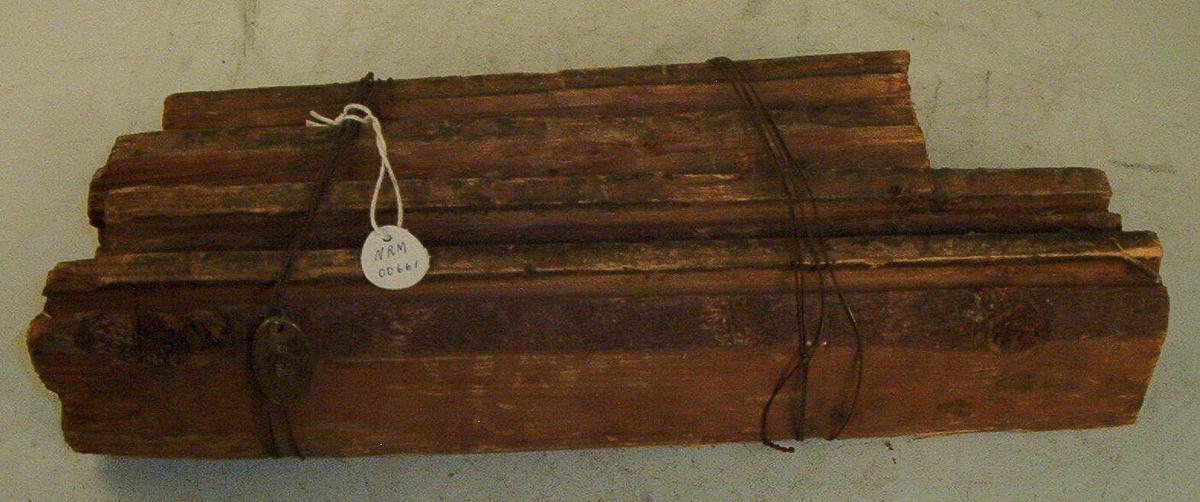 6 plankebiter buntet sammen.