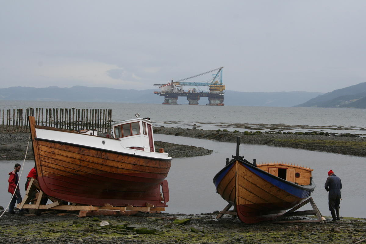 Left: Børsabåt. Right: Åfjordsbåt.