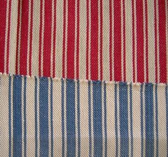 Randigt tyg i bomull och lin. Randningen bildas genom varpordningen. WLHF-0070:1 - Randig i blekt och rött - mäter 590 x 750 mm.WLHF-0070:2 - Randig i blekt och blått - mäter 460 x 476 mm.Dubblett finns.