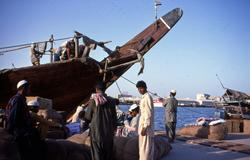 Iranske sjømenn i havneområdet.