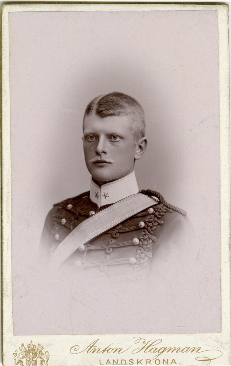 Porträtt av Otto Magnus Francke, officer vid Wendes artilleriregemente A 3. Se även bild AMA.0007235, AMA.0007335, AMA.0009474 och AMA.0007248.