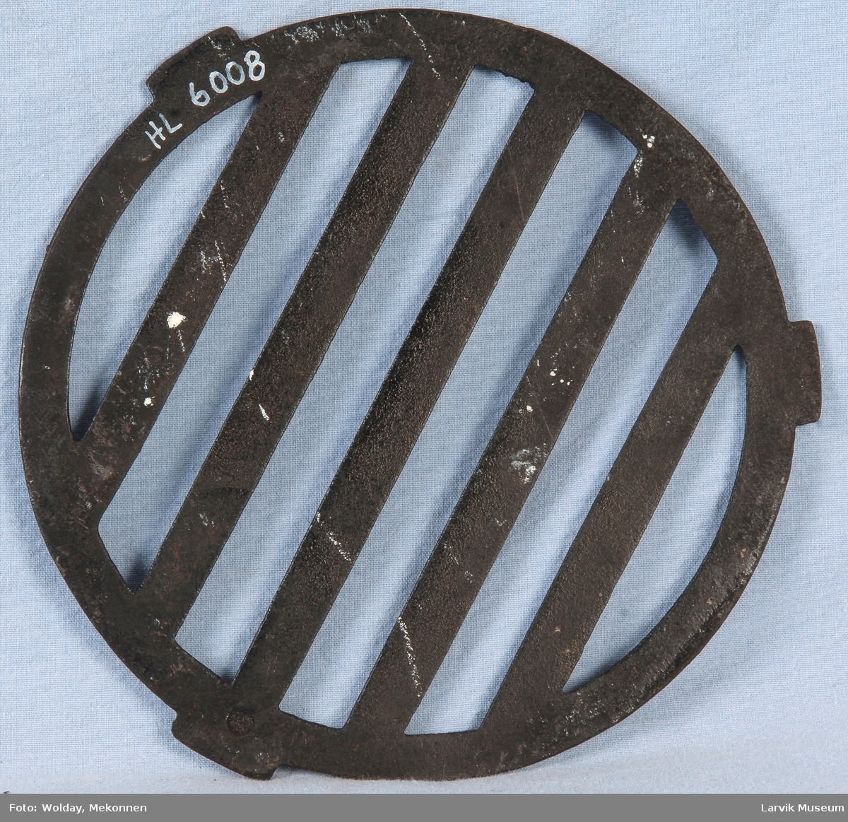 Bunnrist til sylinderovn. Rund form med 3 tapper/fester jevnt fordelt i ytterkant