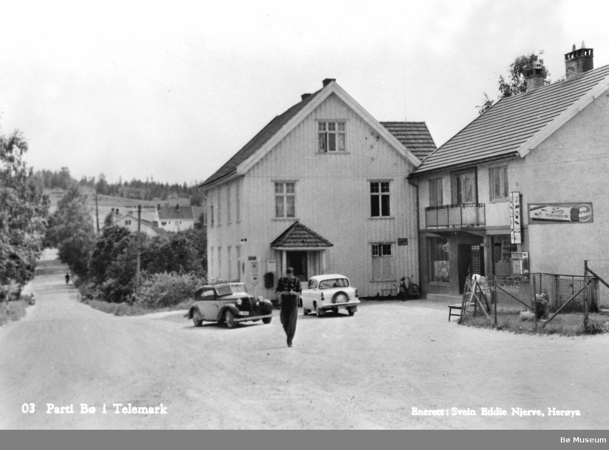 Frå Sanda i Stasjonsvegen Stasjonsvegen i Bø, sett frå nord