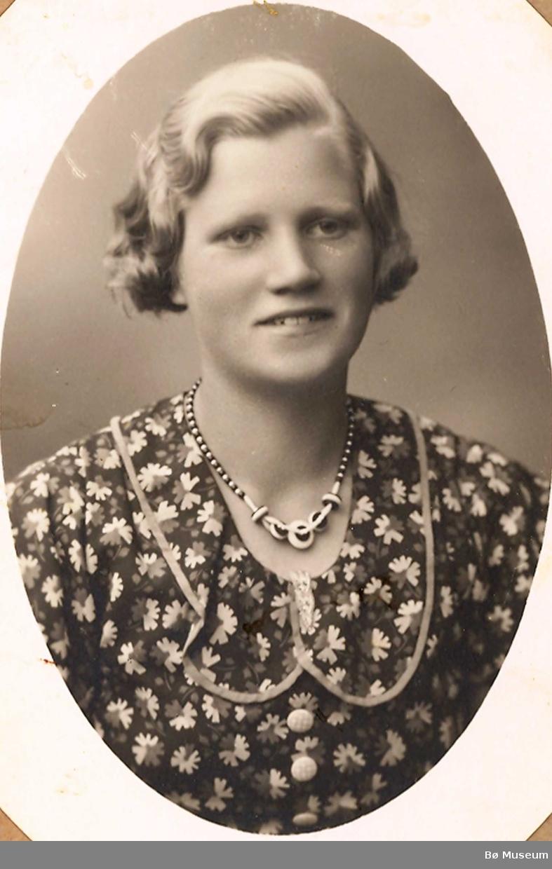 Brystbilde av ung kvinne; Mari K. Vestgarden, frå Gvarv