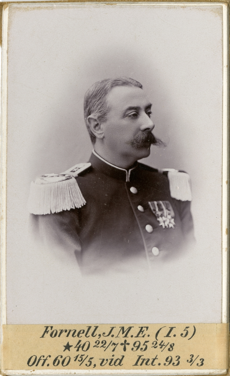 Porträtt av Johan Magnus Eduard, officer vid Andra livgrenadjärregementet I 5 och Intendenturkåren.  Se även bild AMA.0001938, AMA.0001978 och AMA.0009366.