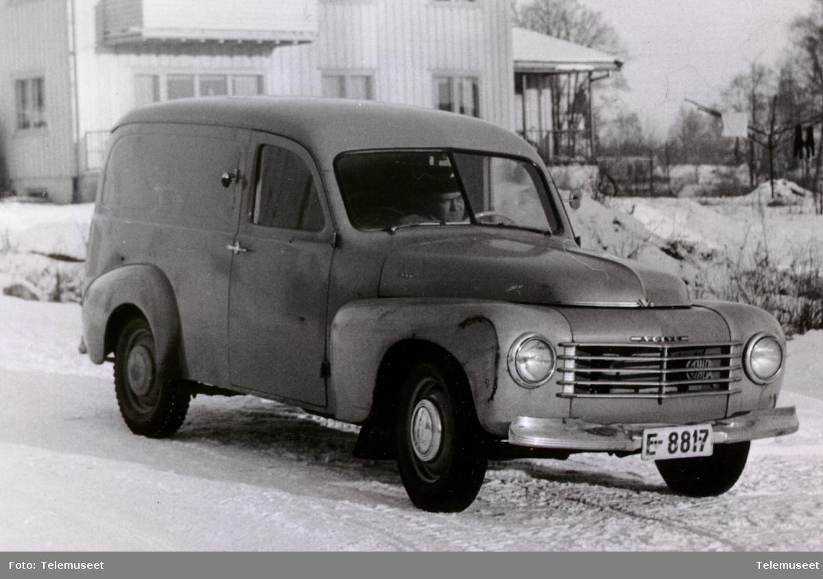 Volvo varebil E-8817 på Hamar, ca 1950.