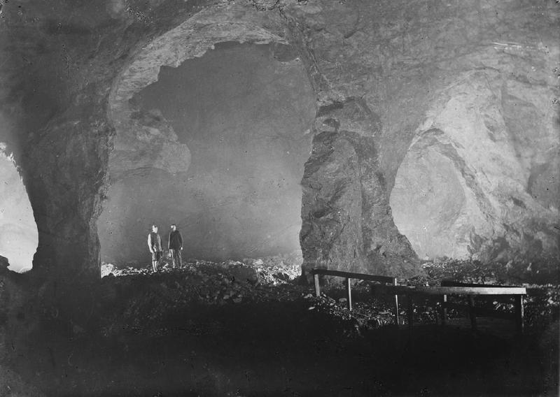 Det er store haller som er tatt ut ved hjelp av fyrsetning i Gammelgruva (Foto/Photo)
