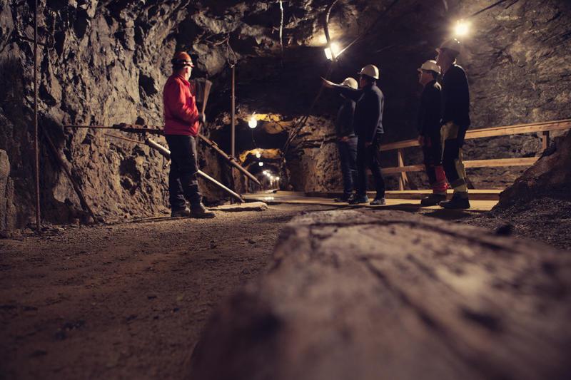 På omvisningsrunden i Gammelgruva stopper vi opp og forklarer om driftsmetoder i gruva gjennom 333 år med gruvedrift. Foto/Photo