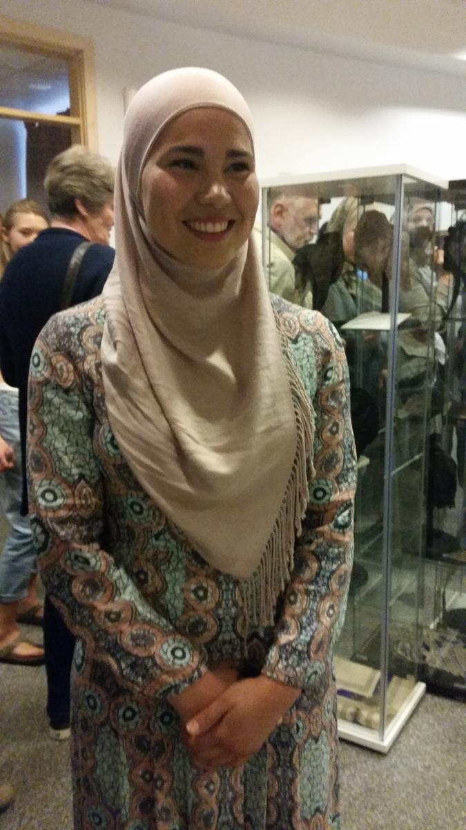 Iman Meskini på utstillingsåpning (Foto/Photo)
