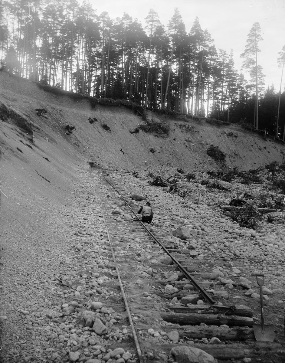 Ras över järnväg i grustag, sannolikt Heby-trakten, Uppland 1910-tal