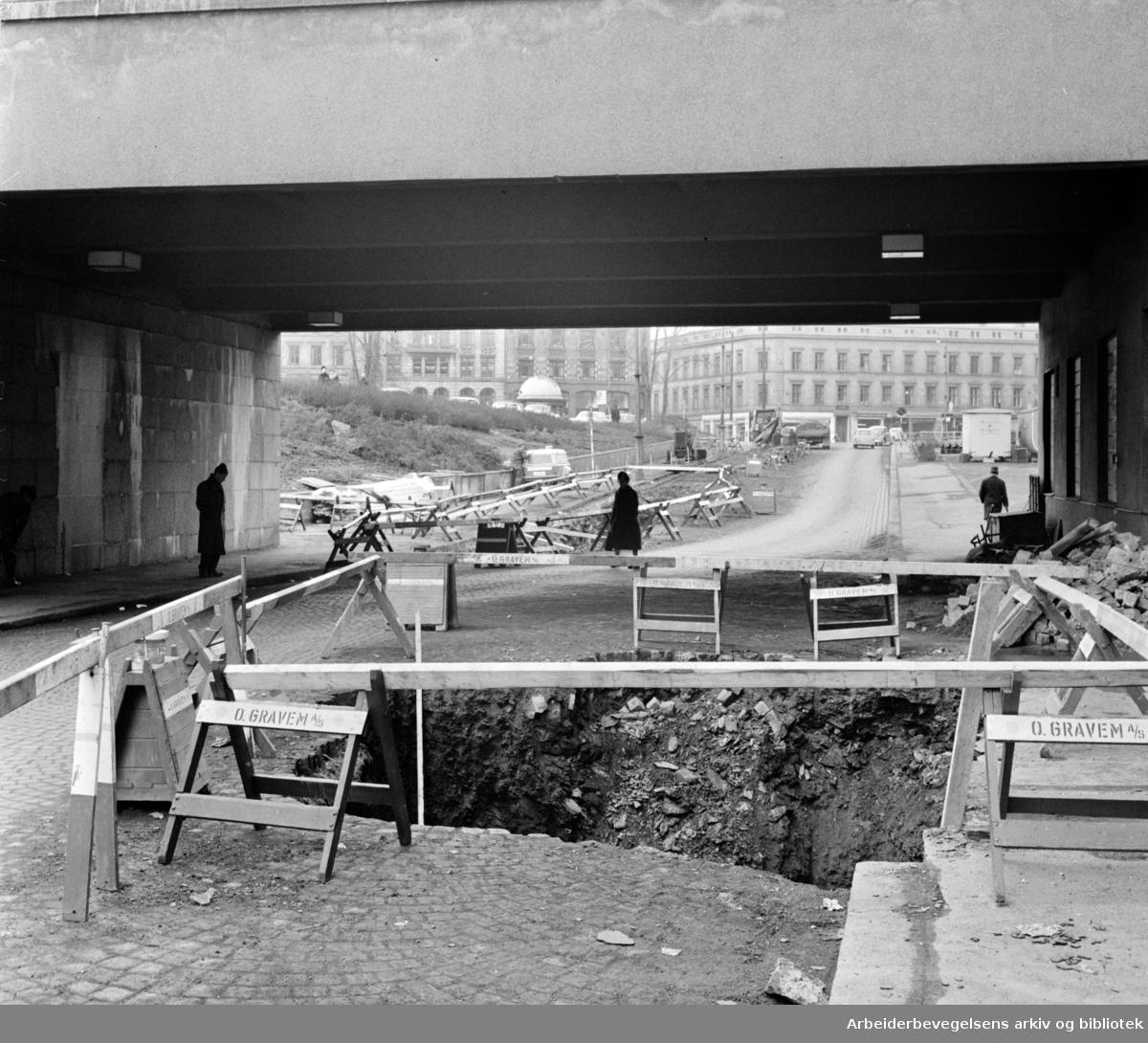 Hospitalgaten. Forarbeid til den nye Y-blokken i regjeringskvartalet.Mars 1964