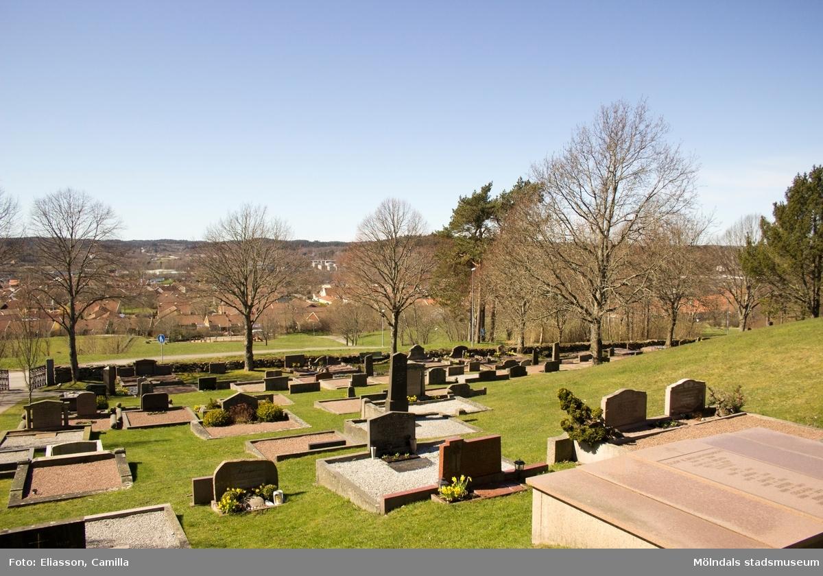 Lindome kyrkas kyrkogård, Kyrkängen i Lindome.