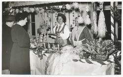 Julbasar med försäljning av bl.a halmbockar och  julbonader.