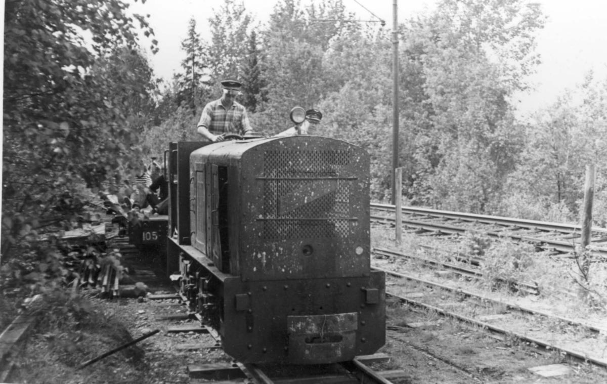 Diesellokomotiv på Bingsfoss stasjon på museumsbanen  Urskog-Hølandsbanen.