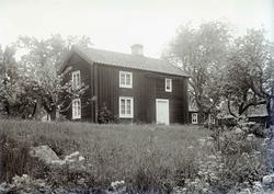 Tvåvånings enkelstuga i Södra Bäckebo.