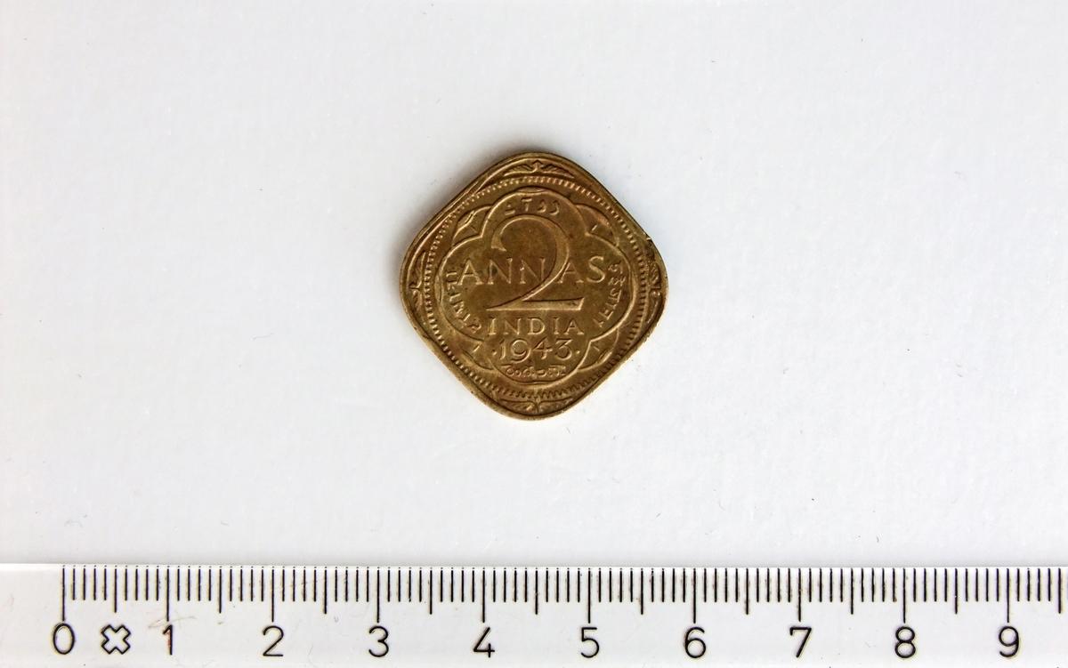 2 Annas,  INDIA,  1943,  George VI,  Nikkel-Messing.  2 Annas = 1/8 indisk rupi  Form:  Kvadratisk med runde hjørner.
