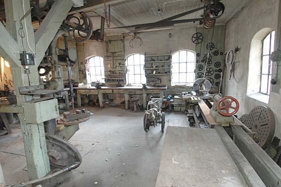 Også i verkstedet på Klevfos ble maskinene drevet av vannkraft.